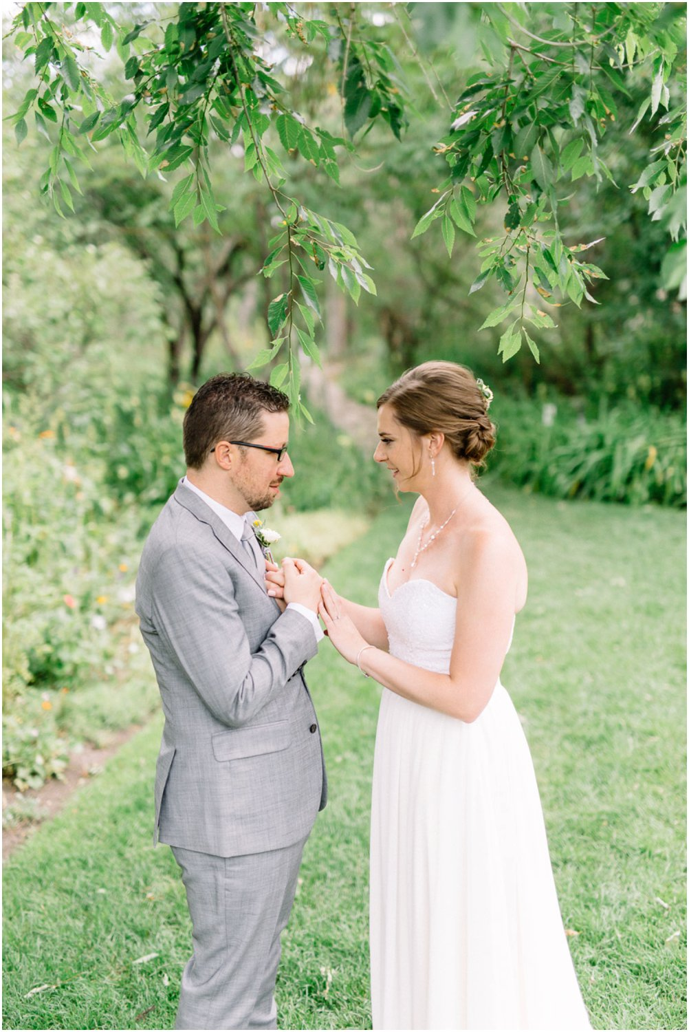 Calgary zoo wedding - Calgary Wedding Photographers_5196