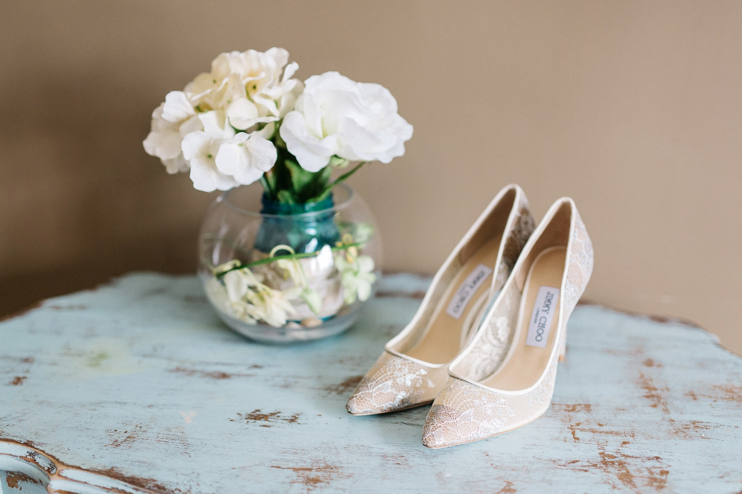 jimmy chop bride shoes - Calgary Wedding Photographer_4344