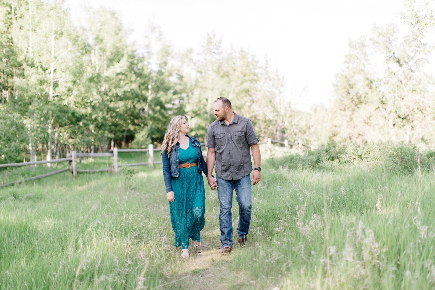 engagement at fish creek - Calgary Wedding Photographer_4633