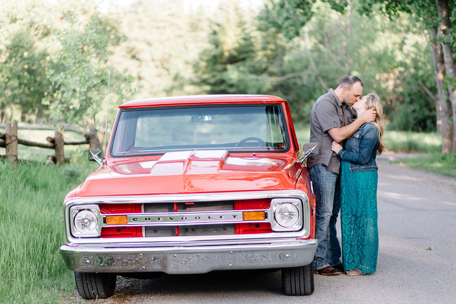 classic car engagement session - Calgary Wedding Photographer_4647