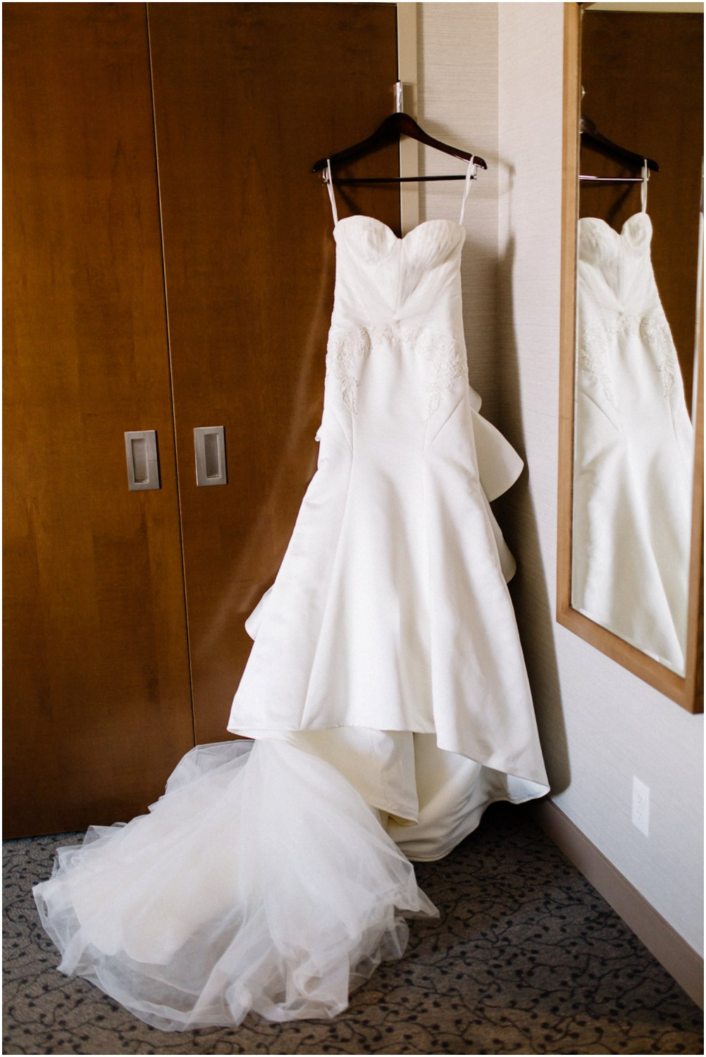 Wedding dress - Calgary Wedding Photographer_4811